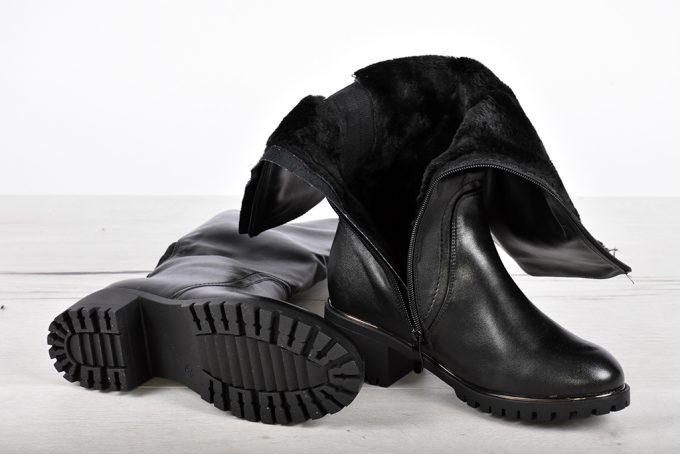 Дамски ботуш с грайфер в черно 8600