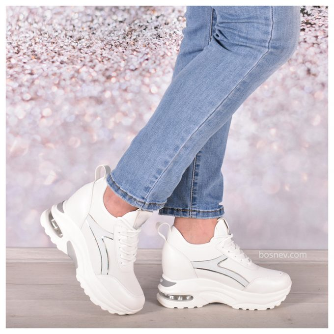 Бели спортни дамски обувки