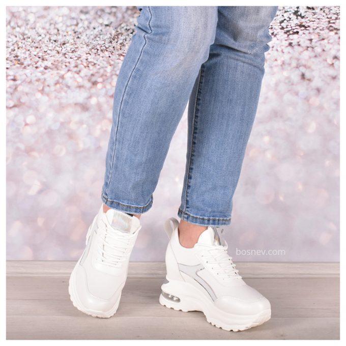 Дамски обувки в бяло