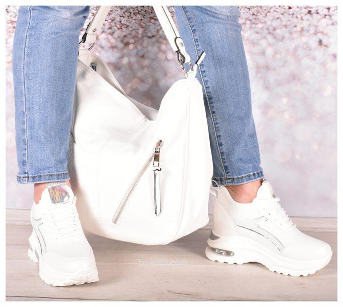 Дамска чанта в бяло в комплект с бели спортни обувки