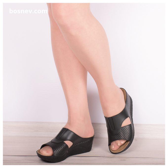 Дамски чехли в черно 395-1