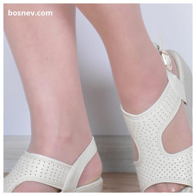 Дамски сандали в светло бежово 116-2